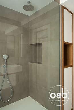 Espacios del baño.: Baños de estilo moderno de osb reformas
