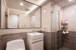 黑白時尚晶亮質感宅:  浴室 by 好室佳室內設計