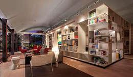 Biblioteca: Estudios y oficinas de estilo moderno por Eduardo Gutiérrez Taller de Arquitectura