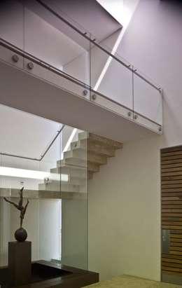 Escaleras de interior modernas para casas peque as y grandes for Escalera aluminio pequena