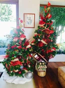 Decoración de árbol de Navidad: Salas de estilo moderno por MIRIAM ESCOBEDO INTERIORISTA