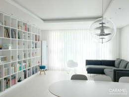 Livings de estilo moderno por 카라멜 디자인 스튜디오