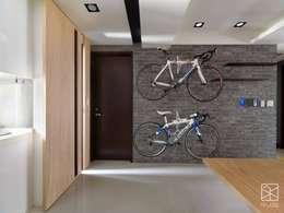 走道牆:  玄關、走廊與階梯 by 禾廊室內設計