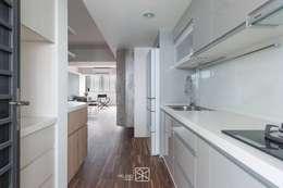 廚具:  系統廚具 by 禾廊室內設計