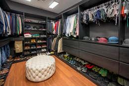 Casa T : Closets de estilo moderno por Gracia Nano Studio