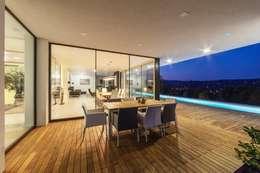 Projekty, nowoczesne Domy zaprojektowane przez IDEAL WORK Srl
