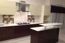 Kitchen I: modern Kitchen by GEOMETRIX INTERIORS