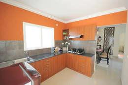 Kitchen II: modern Kitchen by GEOMETRIX INTERIORS