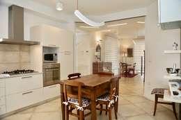 مطبخ ذو قطع مدمجة تنفيذ architetto Davide Fornero