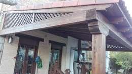 : Casas unifamilares de estilo  de PergolasyPorches.com