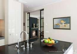 Landelijke villa in Blaricum:  Villa door Architectenbureau Atelier3