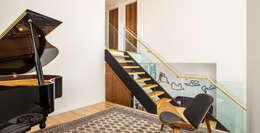 Escaleras de estilo  por Flynn Architect