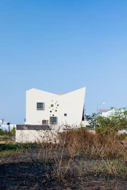 2H House:  Nhà by truong an design consultant corporation