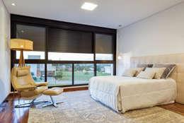 QUARTO CASAL : Quartos  por Dib Studio Arquitetura e Interiores