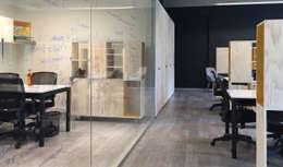 oficinas: Oficinas y Comercios de estilo  por 2712 / asociados