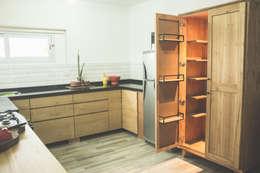 Cocina - Alacena: Muebles de cocinas de estilo  por Mon Estudio