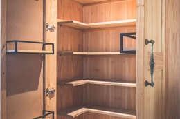 Alacena - Nuevas ideas - Almacenamiento óptimo: Muebles de cocinas de estilo  por Mon Estudio