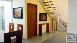 ESCALERA: Escaleras de estilo  por DLR ARQUITECTURA/ DLR DISEÑO EN MADERA