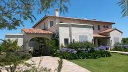 Casa en Haras San Pablo: Casas de estilo mediterraneo por Estudio Dillon Terzaghi Arquitectura