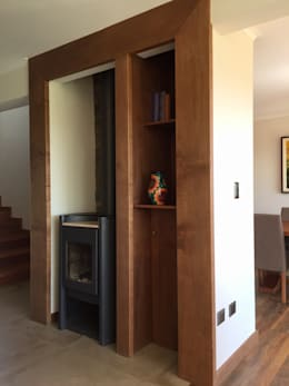 Vista Frontal derecha del proyecto: Pasillos y hall de entrada de estilo  por Rocamadera Spa