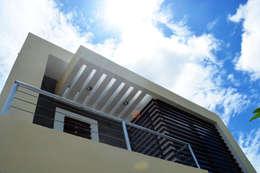 Detalle de Fachada: Terrazas de estilo  por gciEntorno