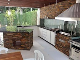 country Kitchen by STUDIO AGUIAR E  DINIS