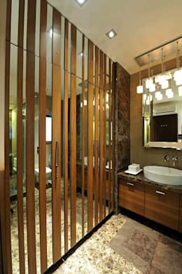 Neanpeanse Road, Mumbai: modern Bathroom by DesignTechSolutions