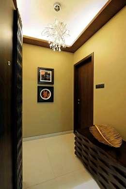 Neanpeanse Road, Mumbai:  Corridor & hallway by DesignTechSolutions
