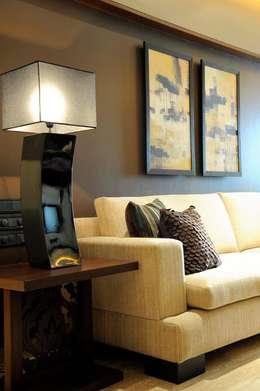 Mumbai Residence,: modern Living room by DesignTechSolutions