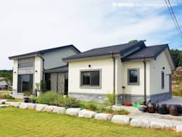 Casas campestres de estilo  por W-HOUSE