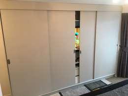 Proyecto Laguna del sol . Padre Hurtado: Vestidores y closets de estilo moderno por Oscar Saavedra Diseño y Decoración Spa