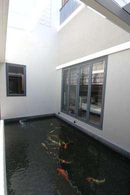modern Living room by sony architect studio
