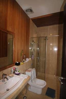 modern Bathroom by sony architect studio