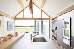 Thatched cottage: modern Kitchen by Kitchen Architecture