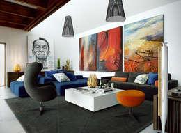 Interior Design Eclectic: Salas de estar ecléticas por No Place Like Home ®