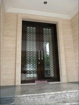 Puertas de estilo  por sony architect studio