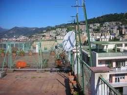 Il terrazzo prima...:  in stile  di stuArts - studio dell'Architettura e delle Arti