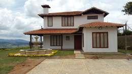 Casa Campestre: Casas campestres de estilo  por Arcor Constructores