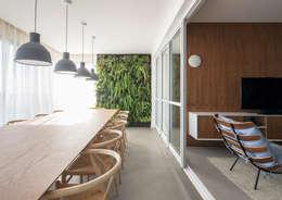 Apartamento Portugal: Salas de jantar minimalistas por GDL Arquitetura