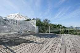 Projekty,  Dach płaski zaprojektowane przez Co*Good Design Co. Ltd.