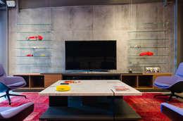 Salón Privado de Autos: Salas de estilo moderno por IAARQ (Ibarra Aragón Arquitectura SC)