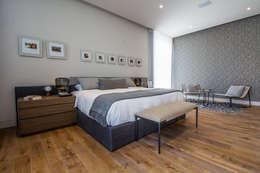 Casa del Tec, Residencia Ithualli: Recámaras de estilo moderno por IAARQ (Ibarra Aragón Arquitectura SC)
