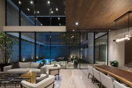 Casa del Tec, Residencia Ithualli: Salas de estilo moderno por IAARQ (Ibarra Aragón Arquitectura SC)