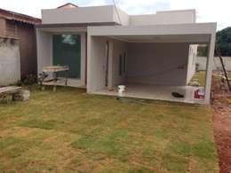 Rumah teras by Rudini Rodarte Arquitetura e Construção