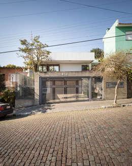 SDP03 | Fachada: Casas familiares  por Kali Arquitetura