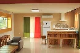 애월읍 어음리 목조주택: 쉬폰의  거실