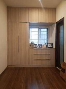 Hinged door wardrobe and TV unit installed by Zenia: modern Bedroom by zenia
