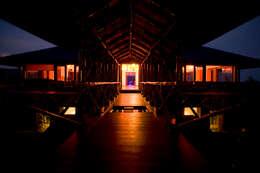 The night mood lighting:  Bungalows by Mu design