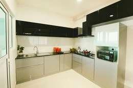 : modern Kitchen by Creative Geometry