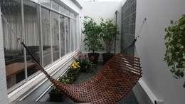 Terrace by Flavia Tonacci Arquitetura